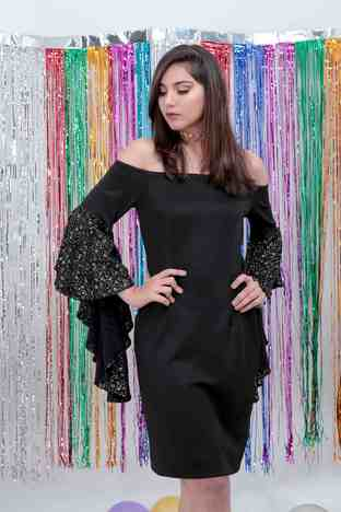 Jhanvi Aakrati, Coal Black Fansleeve Bodycon