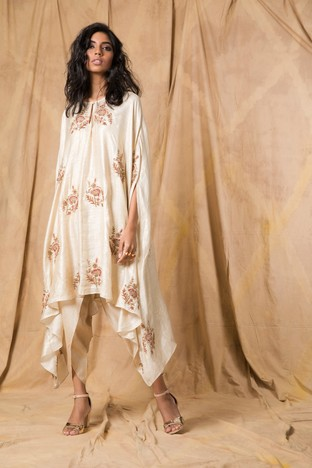 Anjali Jani, Ivory cape with dhoti pants